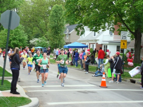 The tree-lined streets of Mariemont - one of the awesome neighborhoods on the course.